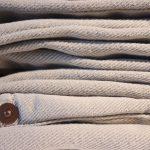 Czym wyróżniają się tkaniny pikowane? Czy warto je kupować?